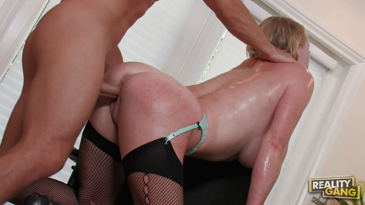 Amateur banging housewife