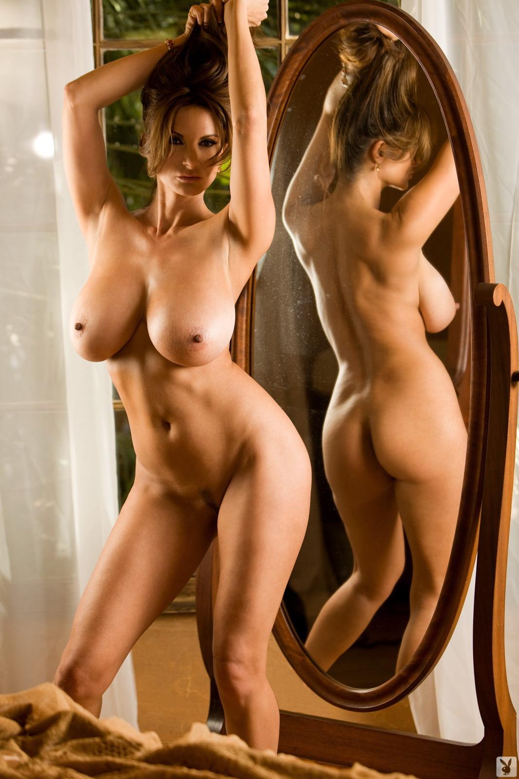 Самые сисястые девушки в мире голые 10 фотография