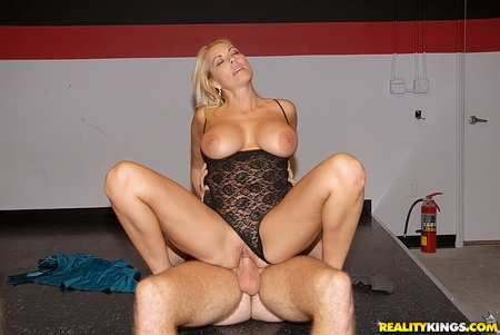 Milf Hunter - Kathleen (Pole Hopper)