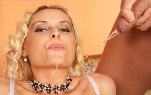 Shower That Stripper Slut In Piss!