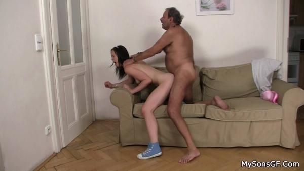 smotret-porno-starik-domogaetsya-do-molodoy