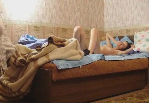 чем занимаются женщины одни дома эро фото