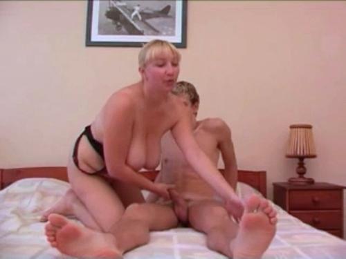 porno-video-mat-vozbudila-sina