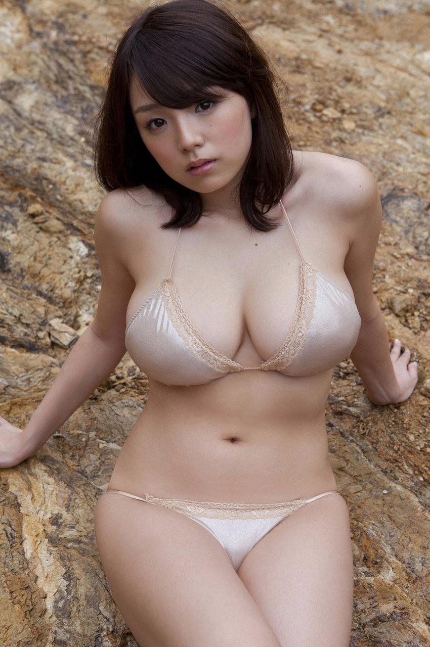 Аи Шинозаки Обнаженная Грудь
