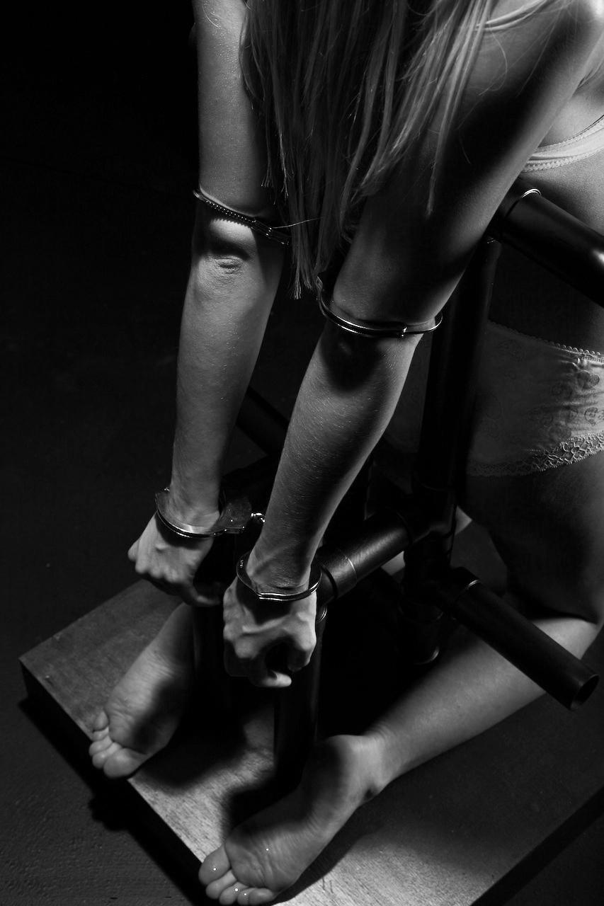 Упрашивал на секс на коленях 4 фотография