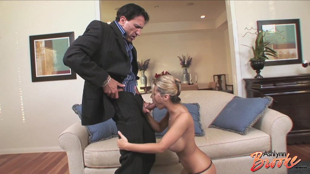Ashlynn Leigh y dos amigas que quieren sexo - Pornes